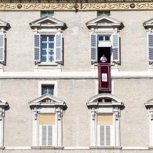 Papa alerta para tentações do «dinheiro, sucesso e poder»
