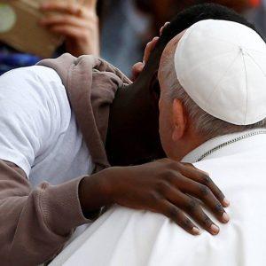 Papa deu «boleia» a oito crianças vindas da Líbia