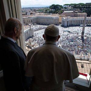 Papa abençoa terços para vítimas da guerra na Síria
