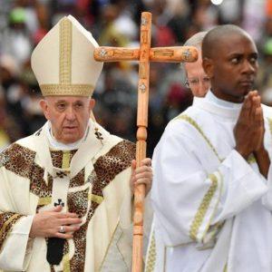 Papa deixa mensagem de reconciliação em Moçambique
