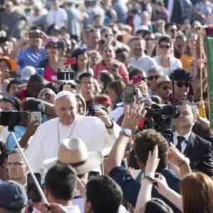 Papa alerta para «perseguição dos cristãos»