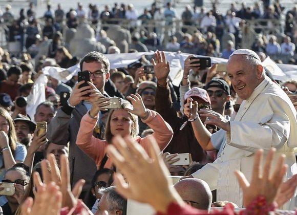 Papa questiona católicos que vivem «ideologia seletiva» e «intransigente»