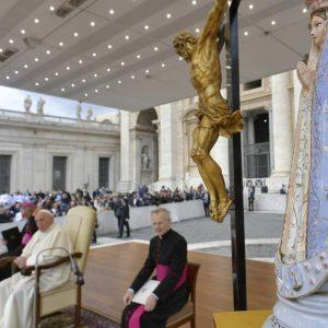 Papa destaca papel de «acolhimento e serviço» das mulheres