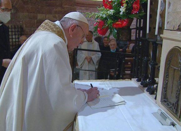 """Encíclica """"Fratelli Tutti"""" do Papa Francisco sobre a fraternidade e a amizade social"""